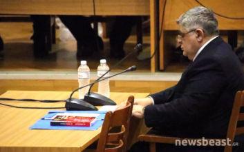 Απολογία Νίκου Μιχαλολιάκου: Σηκώθηκαν όρθιοι οι υποστηρικτές του με την άφιξή του