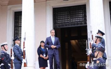 Οι Έλληνες που θα παρακαθίσουν στο γεύμα του Κυριάκου Μητσοτάκη στον πρόεδρο της Κίνας