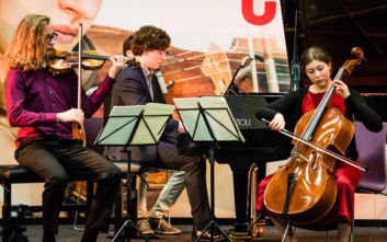 Τα μέλη του Trio Diotima κάνουν το ντεμπούτο τους στο Μέγαρο