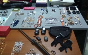Οικογενειακή υπόθεση οι ληστείες στα νότια Προάστια, ο μικρότερος δράστης είναι 18 ετών
