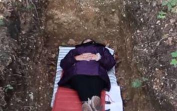 Πανεπιστήμιο με μακάβριο πρότζεκτ βάζει τους φοιτητές τους μέσα σε τάφους