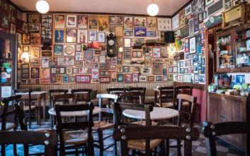 Το νοσταλγικό καφενείο στο Πήλιο που πρέπει να είσαι τυχερός για να βρεις τραπέζι