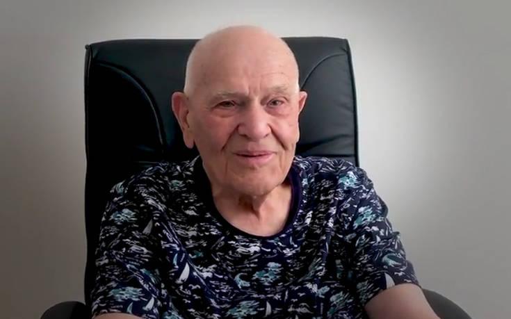 Γιατρός 98 ετών αρνείται να συνταξιοδοτηθεί και εξακολουθεί να βλέπει τους ασθενείς του