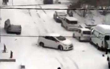 Η οδήγηση στο χιόνι δεν είναι καθόλου εύκολη υπόθεση