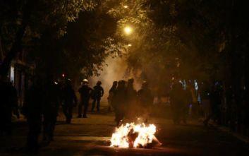 Επεισόδια στα Εξάρχεια με πέτρες εναντίον αστυνομικών από ομάδα περίπου 100 ατόμων