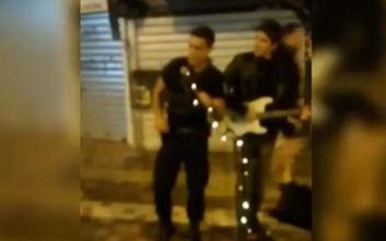 Ο αστυνομικός που τραγούδησε στο Μοναστηράκι είχε πάρει μέρος σε talent show