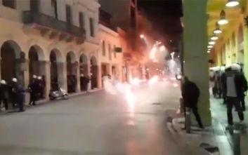 Πολυτεχνείο 2019: Φωτιές σε κάδους και μολότοφ μετά από την πορεία στην Πάτρα