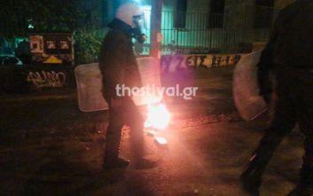 Κουκουλοφόροι επιτέθηκαν με μολότοφ σε διμοιρίες των ΜΑΤ στη Θεσσαλονίκη