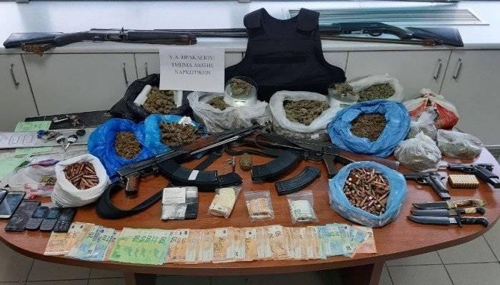Ηράκλειο: Έκρυβαν ολόκληρο οπλοστάσιο και ναρκωτικά σε μαντρί