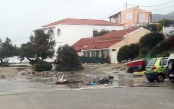 Κακοκαιρία Βικτώρια: Ξεριζώθηκαν δέντρα, παρασύρθηκαν αυτοκίνητα στους Οθωνούς
