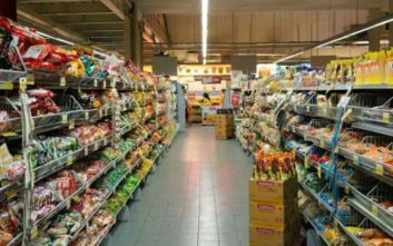 Τέσσερα άτομα ντύθηκαν ναζί και μπήκαν σε σούπερ μάρκετ βρίζοντας τους πελάτες