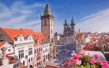 Πράγα: Κουρασμένοι οι κάτοικοι από τον τουρισμό που «πνίγει» την πόλη