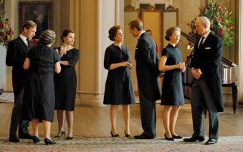 Netflix: Καταφτάνει ο 3ος κύκλος της σειράς που βλέπει ακόμα και η βασίλισσα της Αγγλίας