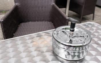Κάπνισμα τέλος από σήμερα σε μπαρ και εστιατόρια της Αυστρίας