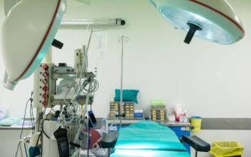 Νεφρό που είχε μέγεθος μπάλας του μπόουλινγκ αφαιρέθηκε από 56χρονο