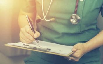 Ασθενής με εγκεφαλικό θώπευε νοσοκόμες μέσα στο νοσοκομείο