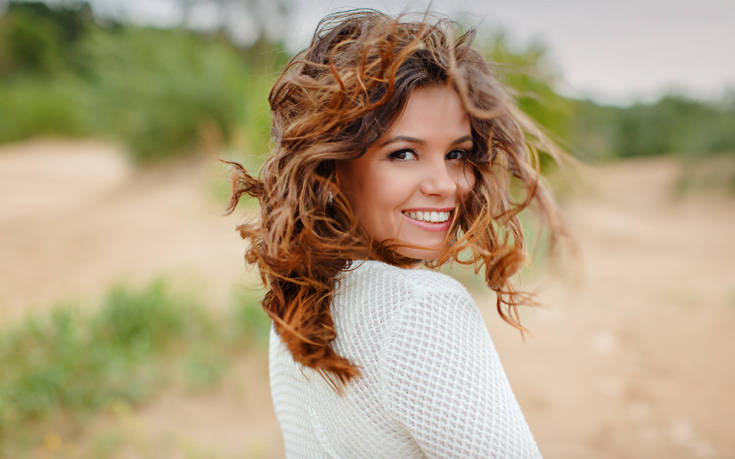 Το κοινό λάθος που κάνουμε και σπάνε οι τρίχες των μαλλιών