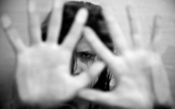 Κοντά στις 140 γυναίκες δολοφονούνται κάθε μέρα από σύντροφο ή συγγενή τους