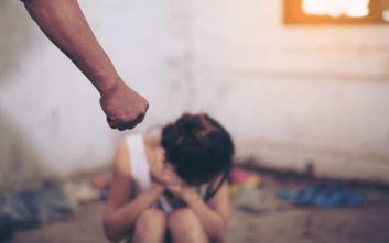 Άνδρας χτύπησε άγρια τη γυναίκα και την 13χρονη κόρη του στο Βόλο