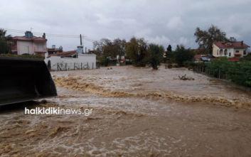 Κακοκαιρία στη Χαλκιδική: Πνίγηκε στη λάσπη η Ολυμπιάδα, απεγκλωβίστηκαν άνθρωποι