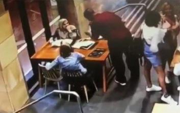 Άνδρας στην Αυστραλία γρονθοκόπησε άγρια έγκυο με μαντίλα μέσα σε καφετέρια