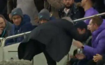 Τότεναμ-Ολυμπιακός: Ο Μουρίνιο αγκάλιασε το μπολ μπόι για την... ασίστ στο 2-2