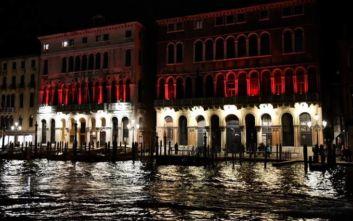 Γονδολιέρηδες βούτηξαν για να καθαρίσουν το Μεγάλο Κανάλι της Βενετίας: Ανέσυραν πλυντήρια και τηλεοράσεις