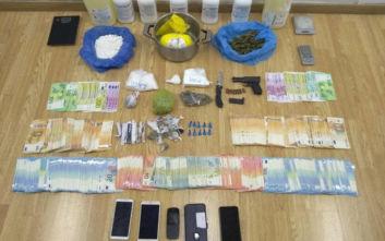 Πειραιάς: Νεαροί είχαν μετατρέψει σπίτι σε... εργοστάσιο ναρκωτικών