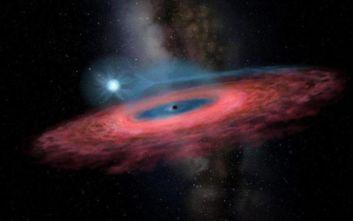 Μια απρόσμενα μεγάλη μαύρη τρύπα βρέθηκε στο γαλαξία μας