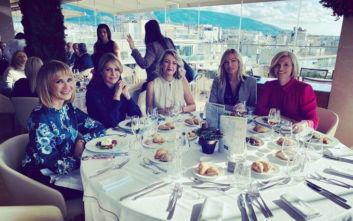 Οι γυναίκες των «γαλάζιων» βουλευτών της ΝΔ σε κεντρικό ξενοδοχείο της Αθήνας