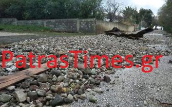 Πάτρα: Τόνοι πέτρες από την κακοκαιρία στην παραλιακή