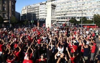 Ολυμπιακός-Ερυθρός Αστέρας: Κοινή πορεία των οπαδών από την πλατεία Συντάγματος μέχρι το Καραϊσκάκη