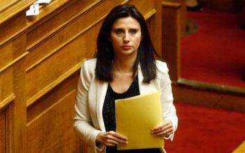 Έχασε τη βουλευτική της ασυλία η Νίνα Κασιμάτη για επικριτικό σχόλιο που είχε γράψει στο Facebook εις βάρος αστυνομικών