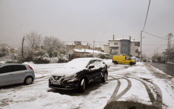 Κακοκαιρία Ηφαιστίων: Χιόνια σε πέντε νομούς της Στερεάς Ελλάδας