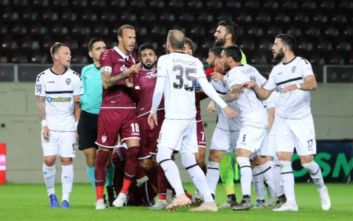Κύπελλο Ελλάδας: Η Καλαμάτα απέκλεισε την ΑΕΛ, ένταση με Κούγια στις εξέδρες