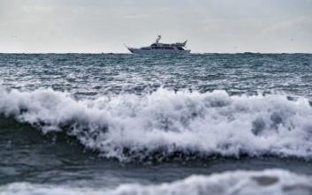 Σε ασφαλές σημείο στην Κάλυμνο οδηγήθηκε ακυβέρνητο σκάφος