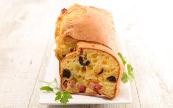 Αλμυρό κέικ με ελιά και μπέικον