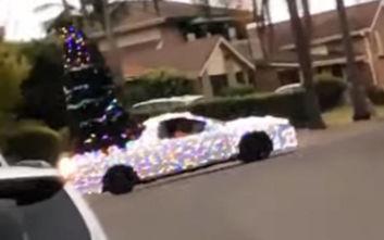 Ένα αυτοκινούμενο χριστουγεννιάτικο δέντρο