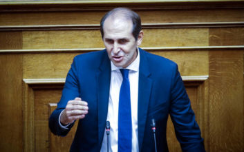 Βεσυρόπουλος: Σύντομα νέο πλαίσιο για την καταπολέμηση του παρεμπορίου καπνικών προϊόντων