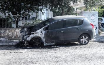 Φωτογραφίες από το καμένο αυτοκίνητο της διευθύντριας του ψυχιατρείου Κορυδαλλού