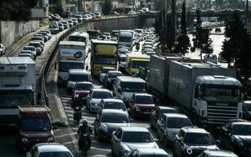 Φωτογραφίες από το κυκλοφοριακό κομφούζιο στον Κηφισό μετά το τροχαίο