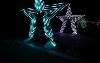 Χριστούγεννα 2019: Εντυπωσιακές εικόνες από τα 3D αστέρια στην Διονυσίου Αρεοπαγίτου