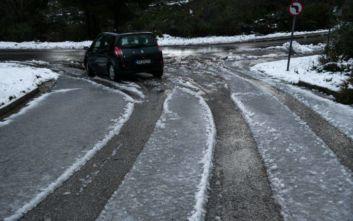 Κίνηση τώρα στην Αττική: Ποιοι δρόμοι έχουν κλείσει λόγω κακοκαιρίας και πού χρειάζονται αλυσίδες