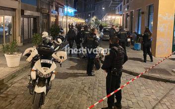 Θεσσαλονίκη: Κουκουλοφόροι έριξαν τριάντα σφαίρες δίπλα σε πολυσύχναστη πλατεία