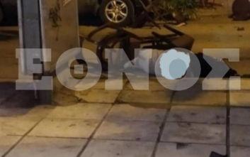Σοκάρουν οι εικόνες των χούλιγκαν στην Καλαμαριά, άνδρας έμεινε αναίσθητος στο δρόμο