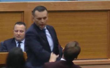 Βοσνία: Υπουργός χαστούκισε βουλευτή στην έκτακτη συνεδρίαση για το ΝΑΤΟ
