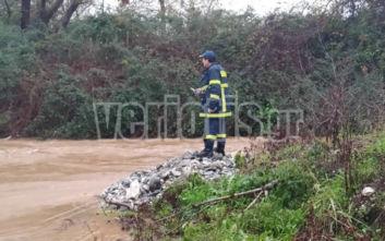 Βέροια: Οδηγός παρασύρθηκε από τα ορμητικά νερά του ποταμού
