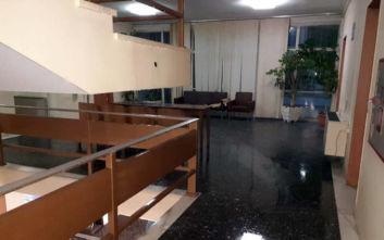 Λάρισα: Πλημμύρισαν τα δικαστήρια, μούσκεμα οι φάκελοι