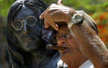 Για 184.000 ευρώ πουλήθηκε ζευγάρι γυαλιά του Τζον Λένον