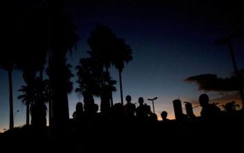 Βενεζουέλα: Κόντρα για τα χριστουγεννιάτικα φώτα στη χώρα που υποφέρει από μπλακ άουτ